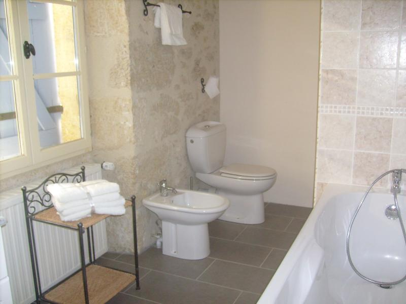 The 2nd en suite with shower cubicle and bidet.