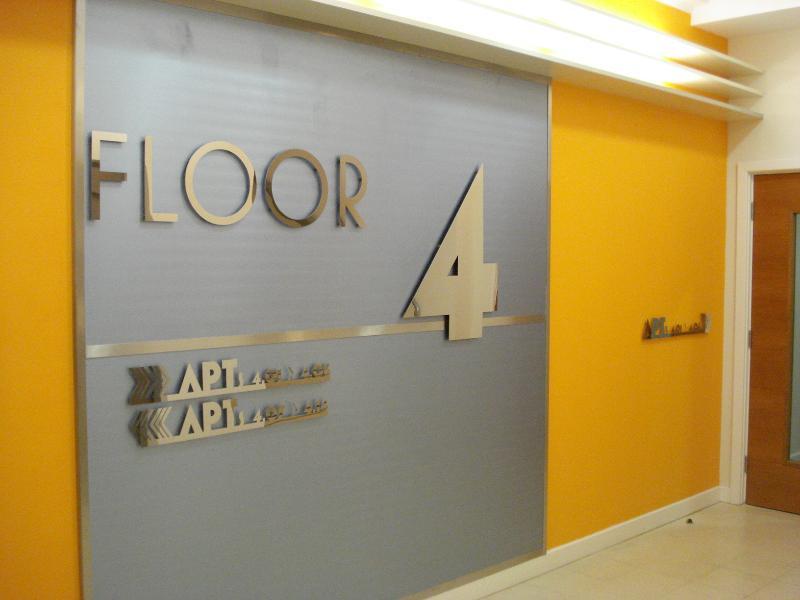 Lift lobbies on all 6 floors have Art Deco motifs