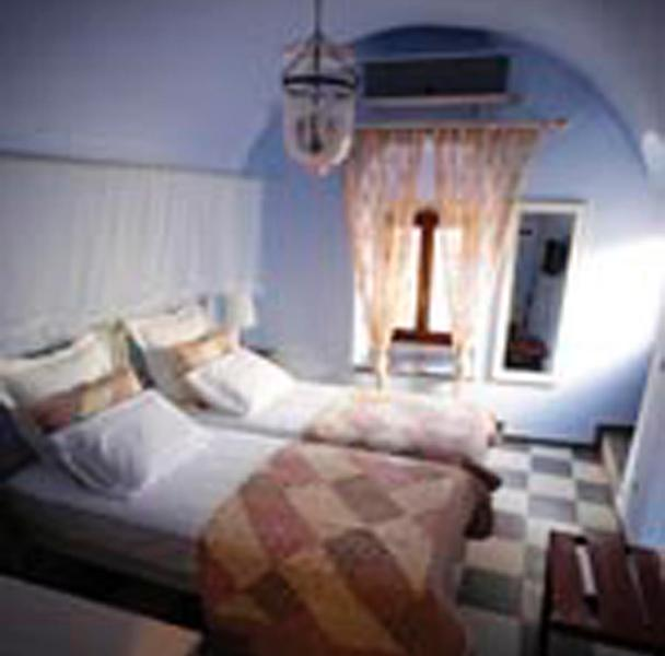 Traditional  bedroom  2