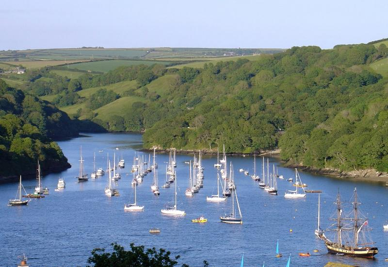 Helen House - Luxury townhouse with stunning estuary views, alquiler vacacional en Fowey