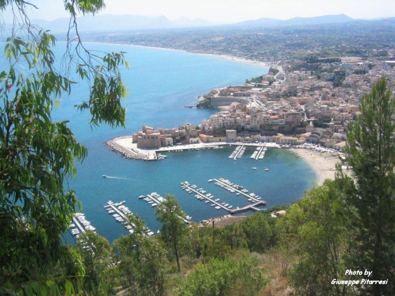 Castellammare Golfo Town (4 km)