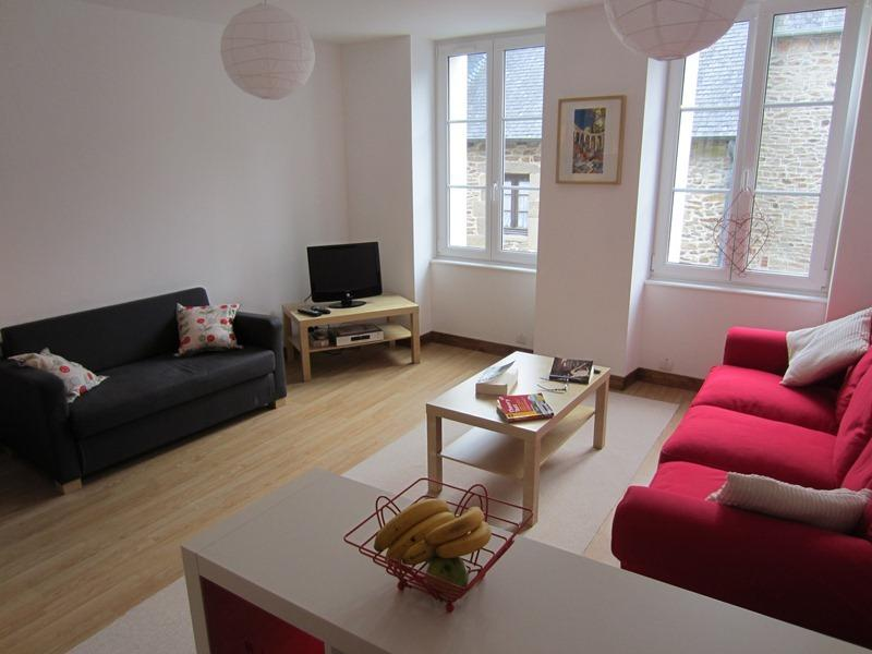 66 Rue St Malo -chic, modernised stone-built house, holiday rental in Dinan