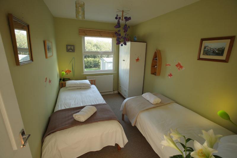 Seawinds twin bedroom