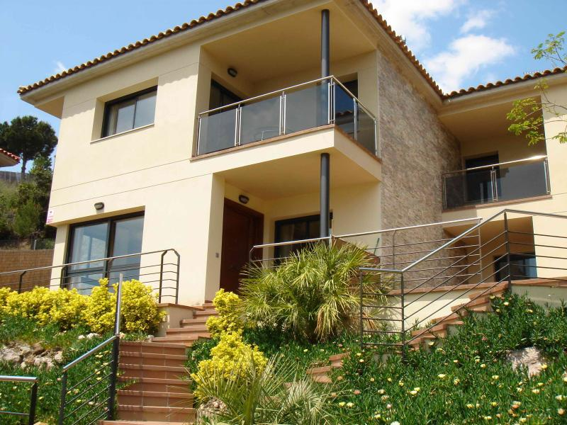 New villa with private pool & seaview, vacation rental in Santa Susanna