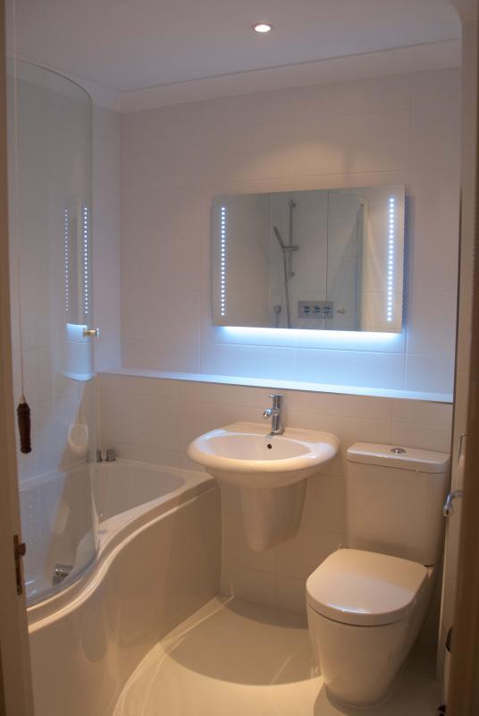Newly Refurbished Main Luxury Bathroom