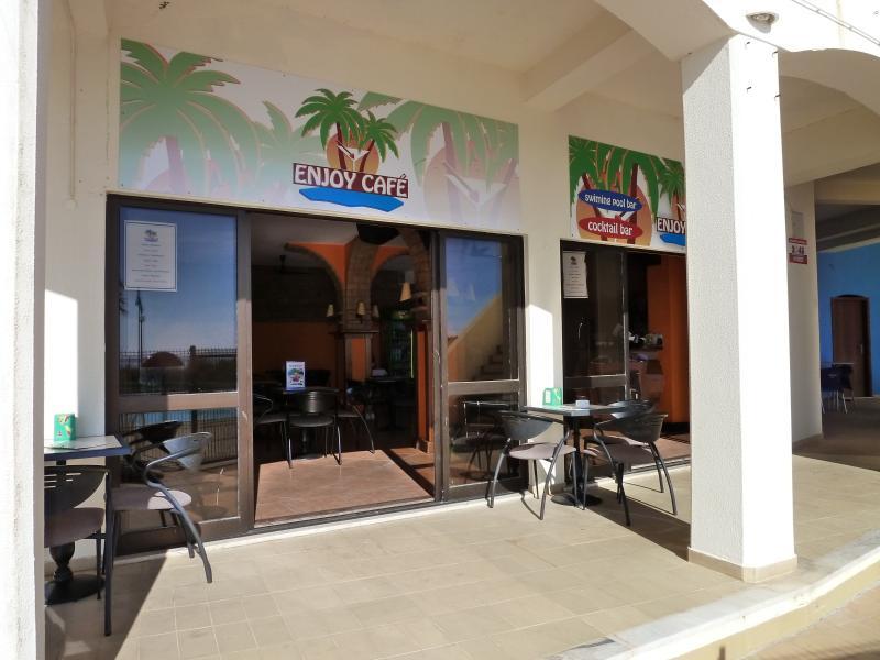 Café / Bar au bord de la piscine