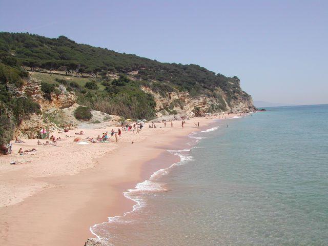 Playa de los Castillejos y el Parque Natural de la Breña.