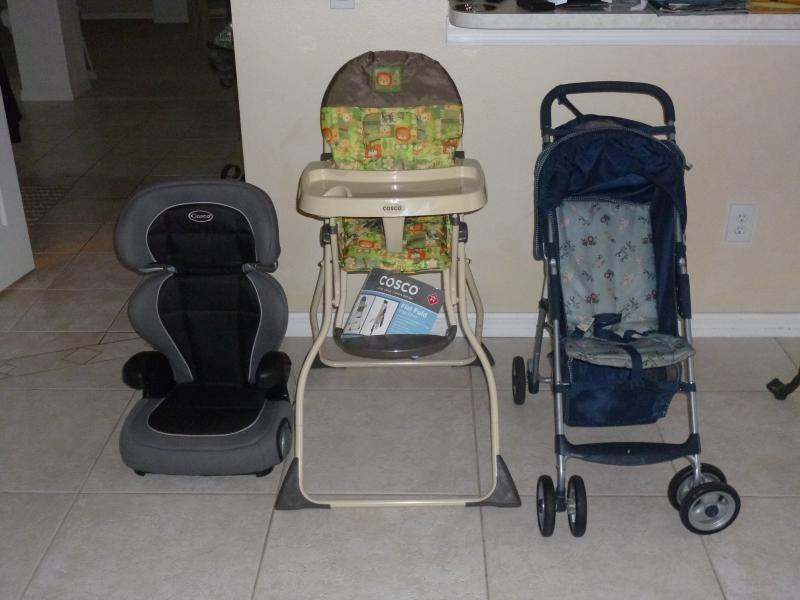 poussette, chaise haute, siège auto et lit pliant disponible pour une utilisation