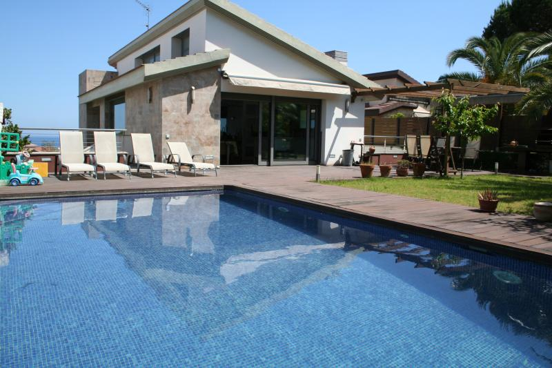 New comfortable modern house, vacation rental in Calella