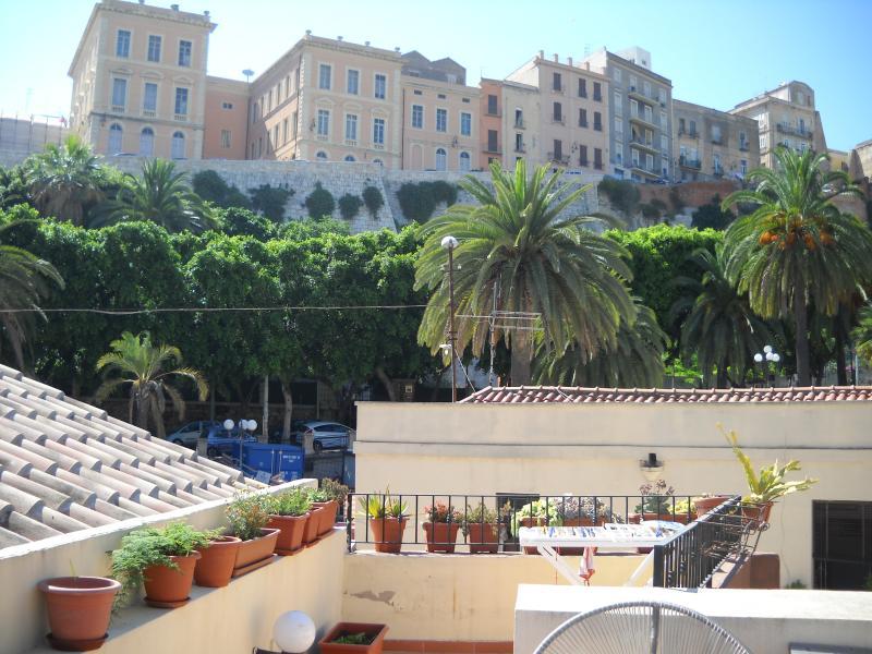 Centralissimo con terrazza!, vacation rental in Cagliari