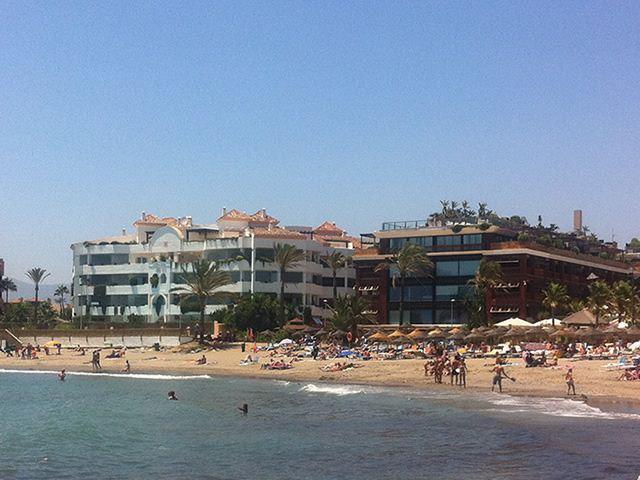 Puerto Banus holiday apartment rental.  Puerto Banus/Mistral Beach Club. Private sunny garden pool