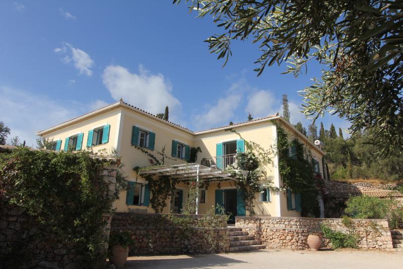 Villa Zaharoula, Agios Nikolaos, Zakynthos, vacation rental in Volimes