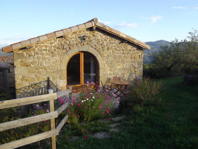 La Cabane - Couette et Tartine, holiday rental in Satillieu