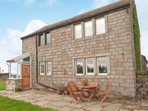 KNOWLE LODGE, all ground floor, woodburning stove, feature beams, WiFi, patio, holiday rental in Ripponden