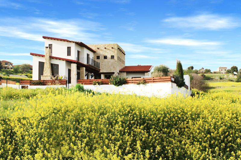 villa from main road