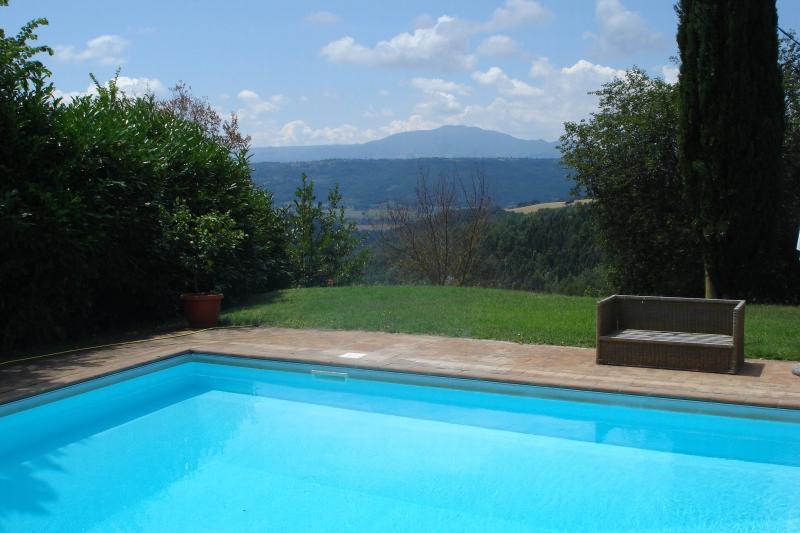 La piscine avec une vue magnifique sur la vallée du Tibre