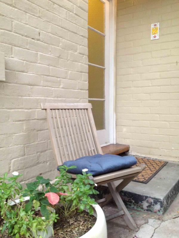 Bastante manchas en el jardín para disfrutar de un café de la mañana o tarde copa