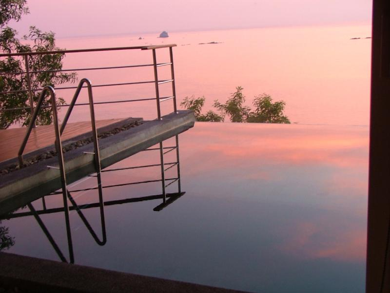 A lovley sunset over the SPA pool which over looks over beautiful Tongson bay which is a 5 min walk.