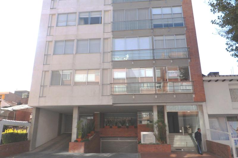 Executive 1BR Apt  Unicentro, holiday rental in Bogota