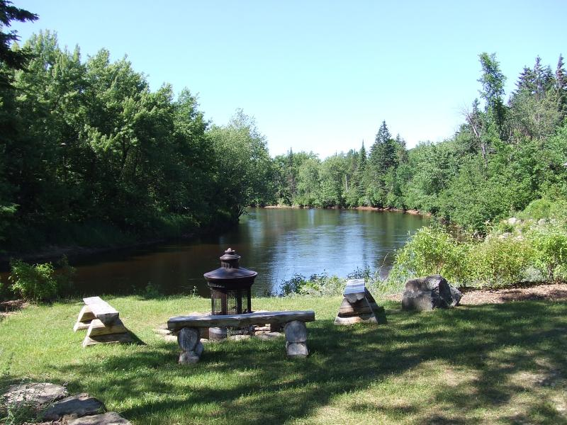 Campfire area overlooking Le Diable river