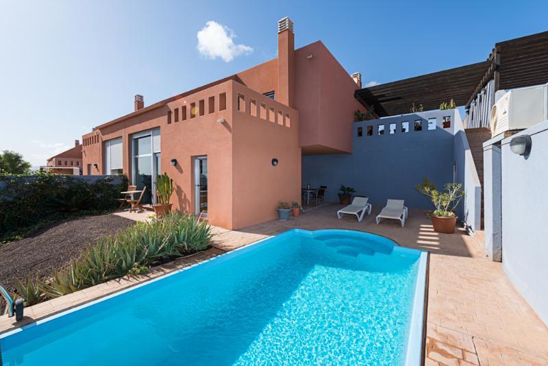 Villa adosada duplex con jardín y piscina privada climatizada