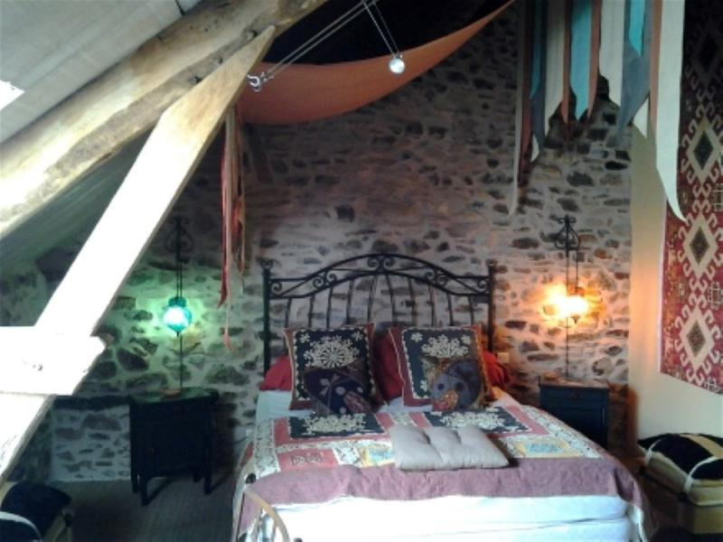 Arbre à Fruits : Chambre aux Poires, holiday rental in Condat-sur-Ganaveix