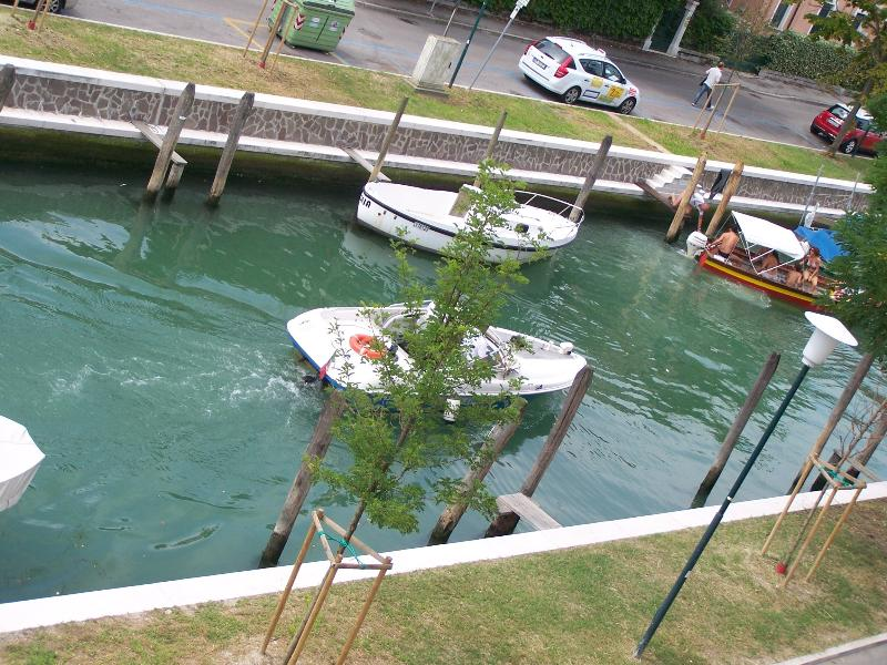 vue sur le Canal via Zeno .. sight from dining-room on the Zeno Canal