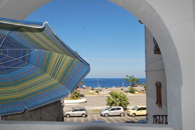 Cannella beach studio wifi Canneto Lipari sea view, holiday rental in Panarea
