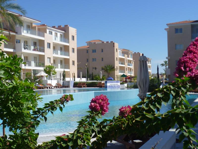 Elysia Park 5* Luxury Two Bedroom Apartment, Certificate of Excellence 2018-20, holiday rental in Paphos District