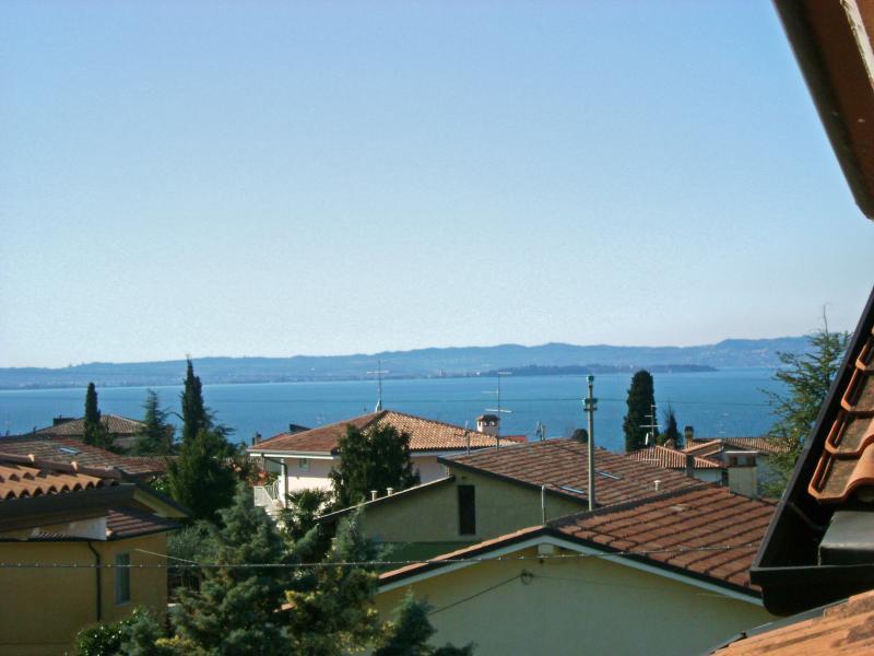 A vista para o lago a partir do terraço no andar de cima
