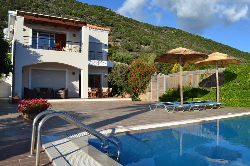 Dreamscape Villa A, location de vacances à Agios Nikolaos