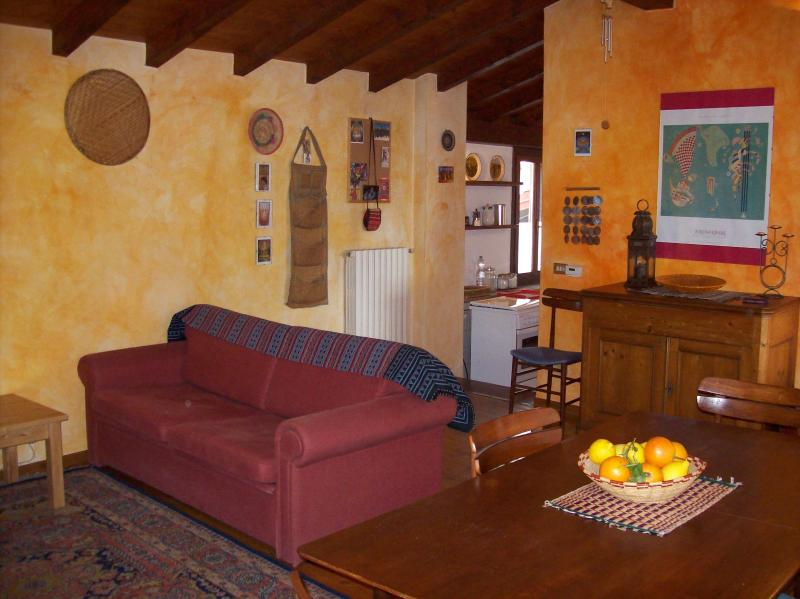 Attic with great view near Lake Maggiore, vakantiewoning in Casciago