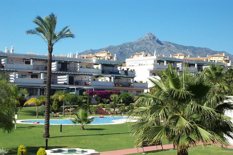 Lorcrimar 2bed/ 2bath apart, Nueva Andalucia Nr to Puerto Banus, holiday rental in Marbella