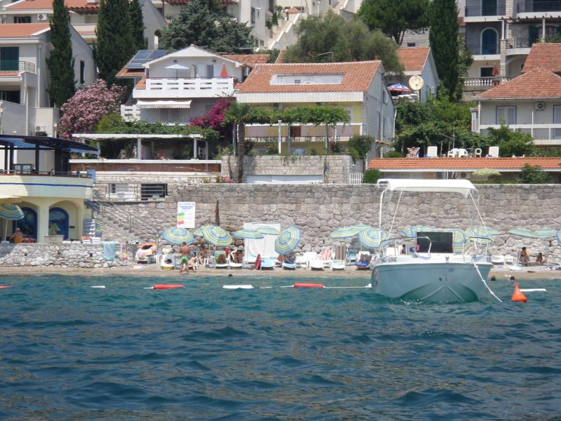 Waterfront two bed studio No1, holiday rental in Klinci