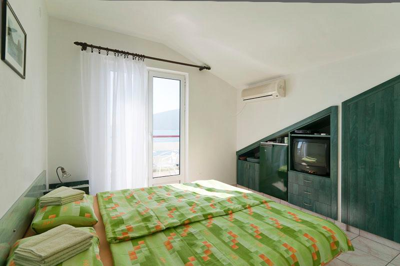 Waterfront two-bed studios No4, holiday rental in Herceg-Novi Municipality