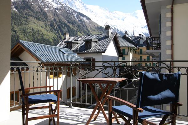 Sunny balcony with views over Chamonix town centre