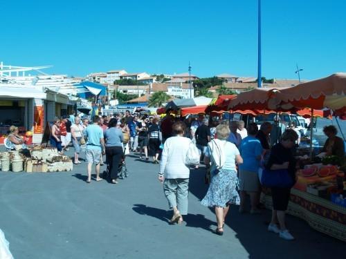 Le marché quotidien de Saint-Pierre la Mer