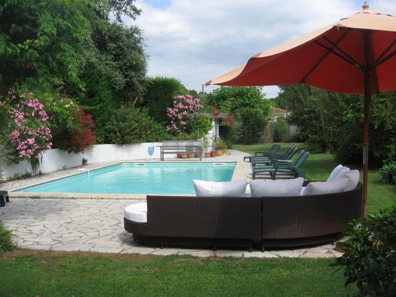 Tuin met uitzicht op het zwembad