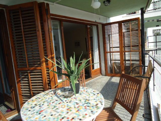 La terrasse qui donne accès au séjour et à la chambre