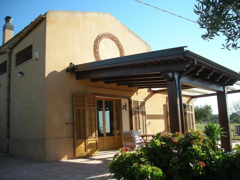 Menfi Casa fra gli olivi Mare, holiday rental in Santa Margherita di Belice