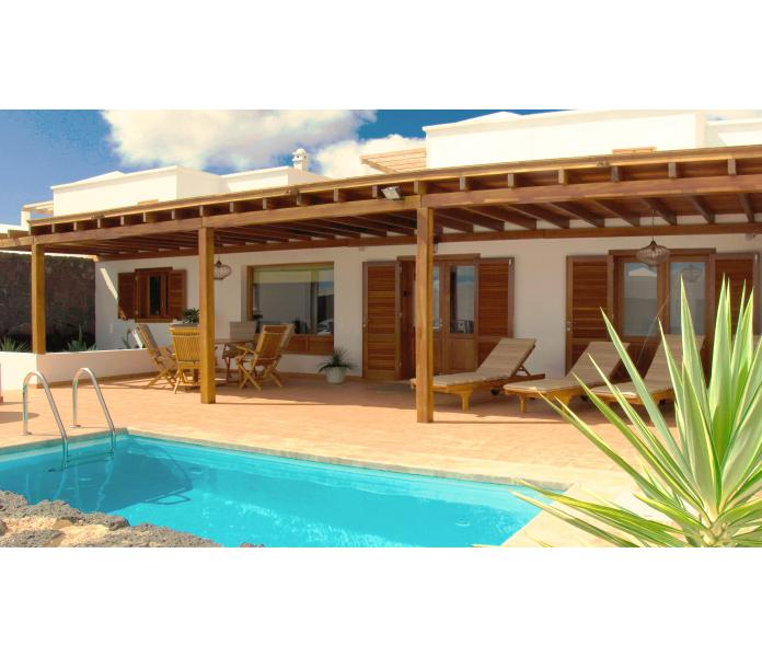 Villa Saskia - Peaceful Sun Terrace & Heated Pool, vacation rental in Playa Blanca