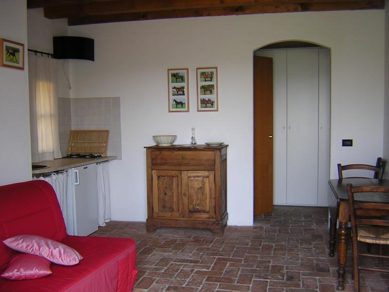 Agriturismo in collina, vicino al Lago di Garda, vacation rental in Valeggio Sul Mincio