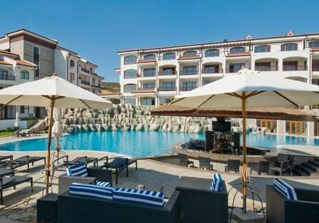 Pool and bar area - ideal for relaxing, meeting friends or lazing away the day in comfort