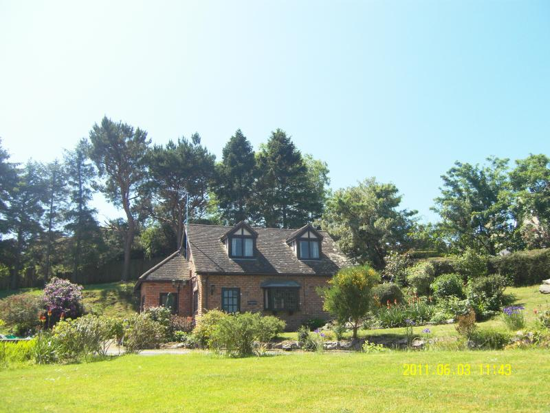 Detached 1 acre garden Seaview luxury house, with tennis ct., vacation rental in Colwyn Bay