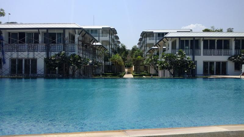 From the beach over the pool to  Baan Plai Haad-kao