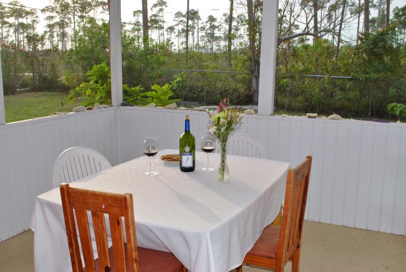 Beautiful vertoond in deur uit dineren op de rug patio