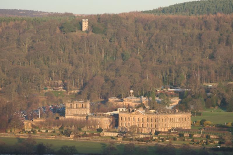 La casa no está lejos de Chatsworth House