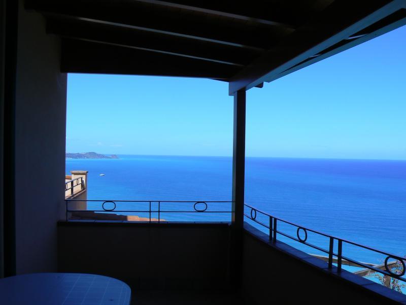 balcone con vista meravigliosa sul mare
