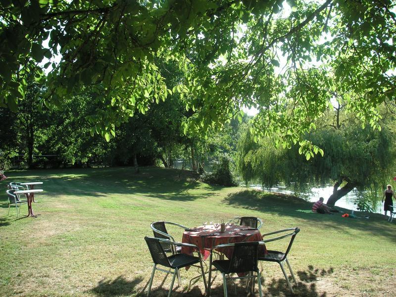 A table at Parc des Milandes