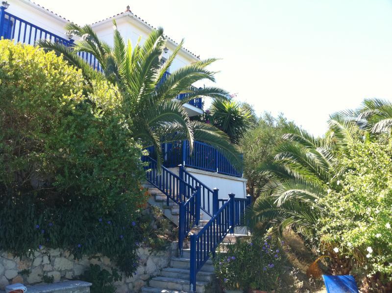 Psarou - a detached villa with private pool, location de vacances à Meso Gerakari